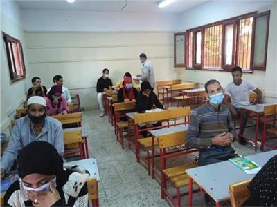 أثناء تأدية امتحانات محو الأمية