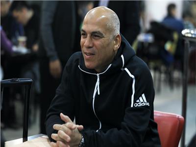 محمد يوسف المدير الفني للفريق الأول لكرة القدم بنادي البنك الأهلي