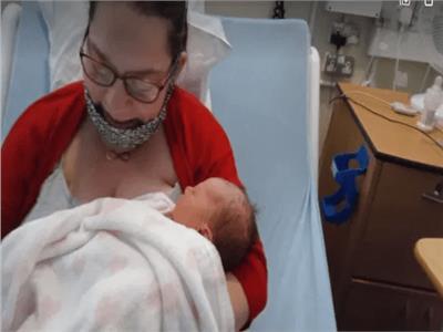 سيدة تضع مولودها بعد 10 ايام من معرفة حملها