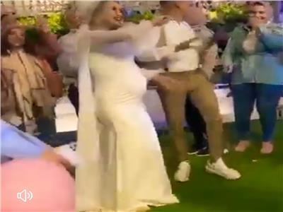 العروسة الحامل بالفيسبوك