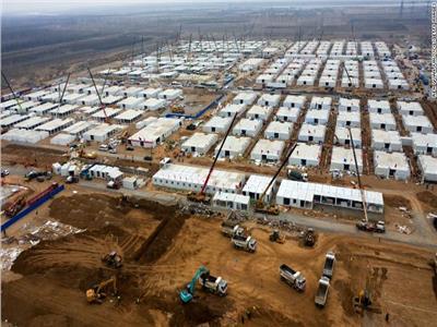 الصين تبنى معسكر جديد لمرضى كورونا