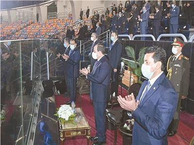 الرئيس السيسي و رئيس الوزراء ووزير الشباب والرياضة في حفل الافتتاح
