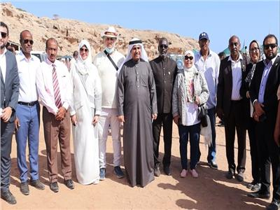 رئيس البرلمان العربي يزور اليمنيين بمخيم أبخ للاجئين بجمهورية جيبوتي