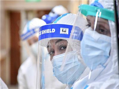 منال ممرضة تروي تجربتها من داخل العزل تصوير: طارق إبراهيم - أحمد حسن