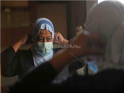 سماح تحرص على الإجراءات الوقائية |  تصوير: أحمد حسن- طارق إبراهيم
