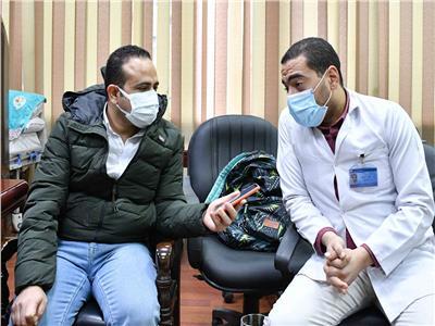 مدير أشعة عزل هليوبولس يتحدث للأخبار  تصوير: طارق إبراهيم - أحمد حسن