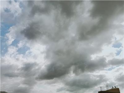 سحب محملة بالمياه في سماء السويس