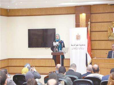 وزيرة التضامن خلال اجتماعها مع ممثلى الجمعيات الأهلية