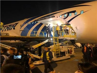 مطار القاهرة يشرف على نقل شحنة لقاح كورونا