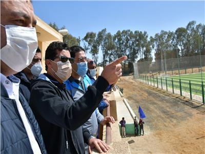 وزير الرياضة يفتتح الملعب القانوني بمركز شباب منديشة
