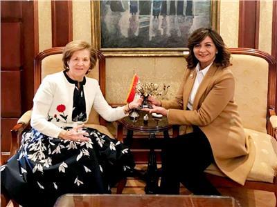 وزيرة الهجرة توجه الشكر لسيدة أعمال مصرية يونانية
