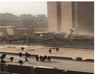 لحظة تفجير برج فيصل المحترق