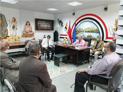 وكيل تعليم أسوان يترأس لجنة مقابلات أعضاء المتابعة وتقويم الآداء