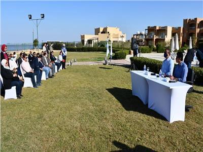وزير الرياضة ومحافظ الفيوم يُجريان حوارا مع الشباب
