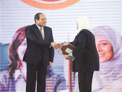 الرئيس السيسى يقدم كل الدعم والاهتمام لأسر الشهداء