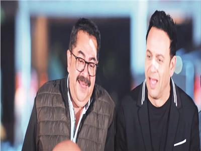 مصطفى قمر وطارق عبدالعزيز فى مشهد من مسلسل «فارس بلا جواز»