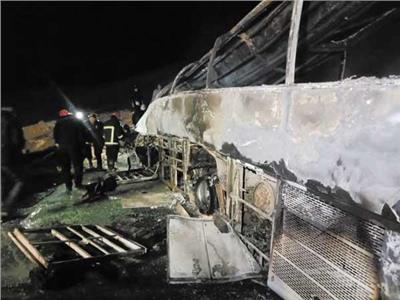 تصادم سيارة نقل بحافلة رحلات بطريق أسيوط