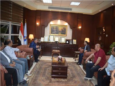 محافظ البحر الأحمر يلتقي أعضاء مجلسي النواب والشيوخ