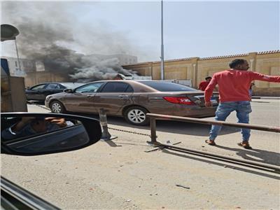 حريق هائل بسيارة ملاكي أمام دار الإفتاء