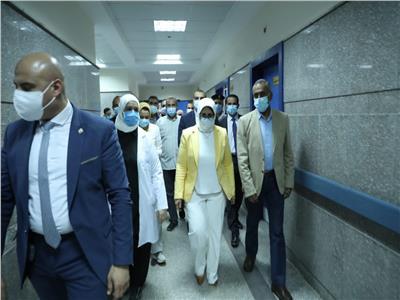 وزيرة الصحة تطمئن على الحالة الصحية لمصابي حادث طوخ بمستشفى بنها التعليمي