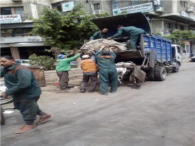 رئيس حي العجوزة يتابع توفير بيئة نظيفة خالية من التلوث