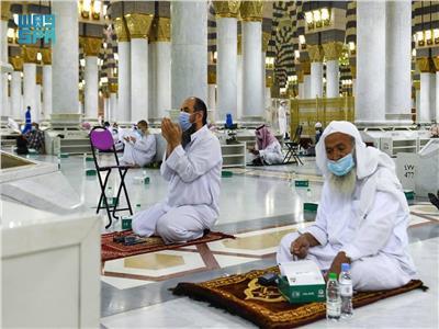 الصائمون في المسجد النبوي - مصدر الصورة (واس)