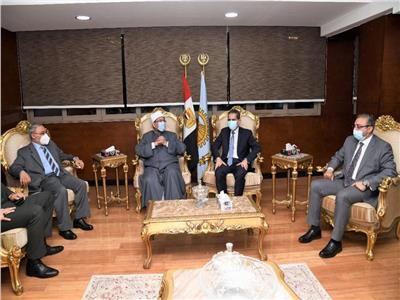 الدكتور محمد مختار جمعة وزير الأوقاف والدكتور طارق رحمي محافظ الغربية