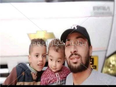 مصرع أب وطفليه وأصابة زوجته وطفله الثالث