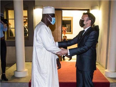 الرئيس الفرنسي ايمانويل مكرون فور وصولة لعاصمة التشاد