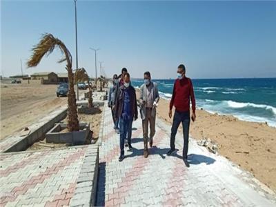 متابعة  أعمال التطوير بشاطئ وكورنيش القصير