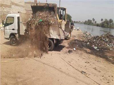 رفع 200 طن من المخلفات الصلبة بقرى تلة ونزلة حسين وطوخ الخيل بالمنيا