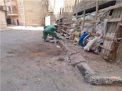 حملات مكثفة للنظافة والإنارة بحى وسط المدينةالمنيا