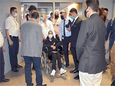 السيدة الأمريكية أثناء استقبالها فى مطار القاهرة