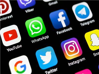 استطلاع: وسائل التواصل الاجتماعي تقسم الشعب الأمريكي