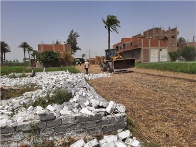 إزالة تعديات على أراضي زراعية بأسيوط خلال حملة وتكثيف الحملات خلال أجازة العيد