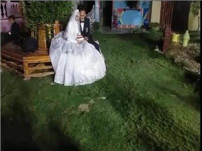 """عمل حفل زفافه أون لاين"""" للحد من كورونا"""