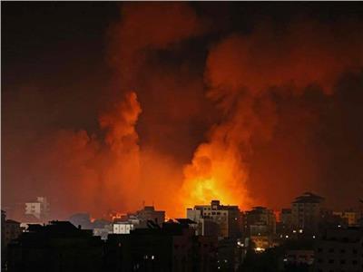 قصف إسرائيلي عنيف على قطاع غزة في الوقت الراهن