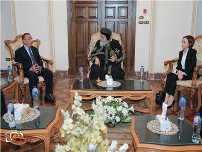 البابا تواضروس يلتقي محافظ الإسكندرية