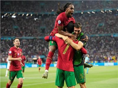 نهاية الشوط الأول.. رونالدو يتقدم للبرتغال وبنزيما يخطف التعادل لفرنسا