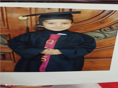 طفلة مصابة بمرض جيني نادر اسمه قصور في افراز انزيم اسيد ليباز