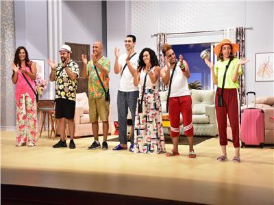 أشرف عبد الباقى يفتتح «شمسية وأربع كراسي» على مسرح الساحل