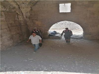 الآثار الإسلامية: تنظيف وتطهير بوابة «منجك السلحدار»