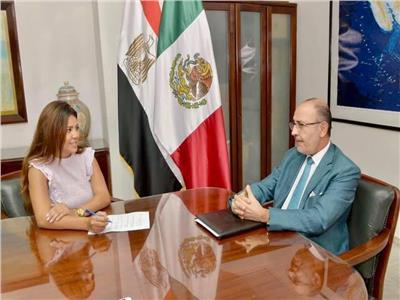 """محررة """"الأخبار"""" في حوار مع سفير المكسيك بالقاهرة"""