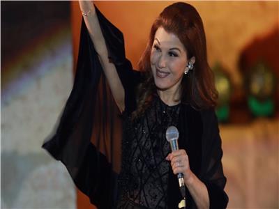 ماجدة الرومي بعد إغمائها على المسرح: معكم يحلو مشواري