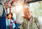 تحذير.. لا تتركوا مقاعدكم بالمواصلات لكبار السن فلطفكم يضرهم
