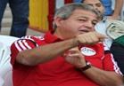 """وزير الرياضة يرتدي قميص المنتخب برقم """"90 مليون"""""""