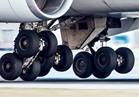"""هروب عاملين بالمطار أثناء ضبطهما يهربان """"بلي"""" عجل الطائرات"""