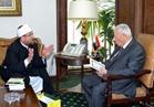 """وزير الأوقاف يسلم """"مكرم محمد أحمد"""" أسماء الأئمة المتميزين للظهور الإعلامي"""