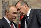 فيديو| بوتين يعطي أردوغان درساً قاسياً في الإتيكيت