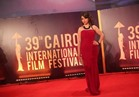 بالصور| إلهام عبد البديع تكسر حزن ختام القاهرة السينمائي بإطلاله حمراء